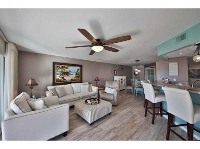 Condo/Townhouse For Sale: 900 Collier Ct #401