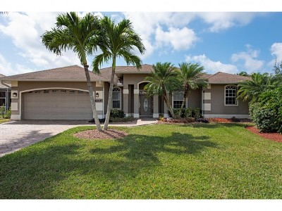 Naples Single Family Home For Sale: 18187 Baywood Dr