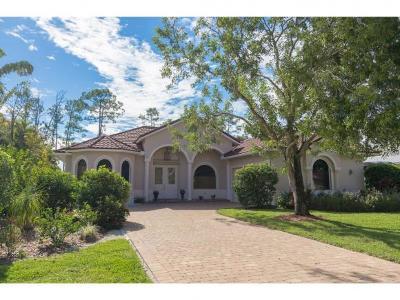 Naples Single Family Home For Sale: 714 Pine Crest Ln #1