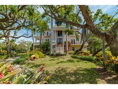 Marco Island Single Family Home For Sale: 355 Gumbo Limbo Ln