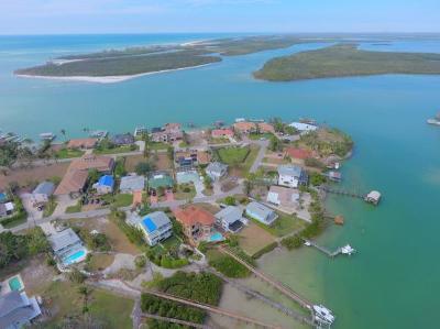 Naples Single Family Home For Sale: 94 Dolphin Cir