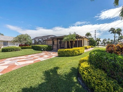 Marco Island Single Family Home For Sale: 959 N Barfield Dr #4