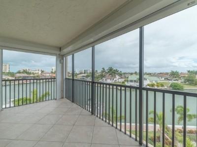 Palm Isle Condo/Townhouse For Sale: 880 Huron Ct #403