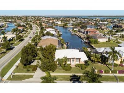 Marco Island Single Family Home For Sale: 1800 Honduras Ave #2