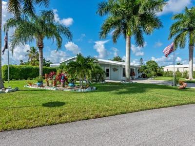 Naples Single Family Home For Sale: 40 Island Lake Ln