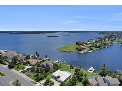 Marco Island Single Family Home For Sale: 1373 N Collier Blvd #1