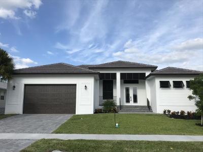 Marco Island Single Family Home For Sale: 141 W Flamingo Cir #7