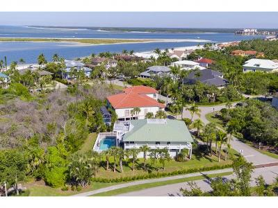 Marco Island Single Family Home For Sale: 940 Sand Dune Dr