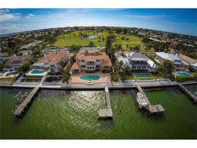 Holmes Beach Single Family Home For Sale: 699 Key Royale Drive