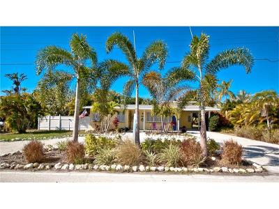 Holmes Beach Single Family Home For Sale: 8316 Marina Drive