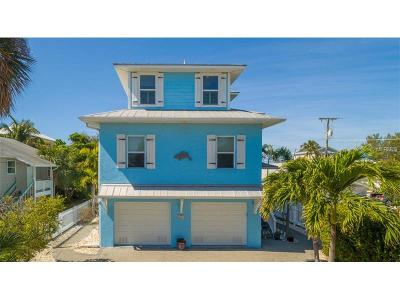 Bradenton Beach Single Family Home For Sale: 2216 Avenue C