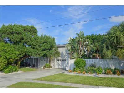Holmes Beach Single Family Home For Sale: 501 Key Royale Drive