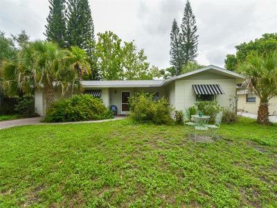 Sarasota Single Family Home For Sale: 451 Island Circle