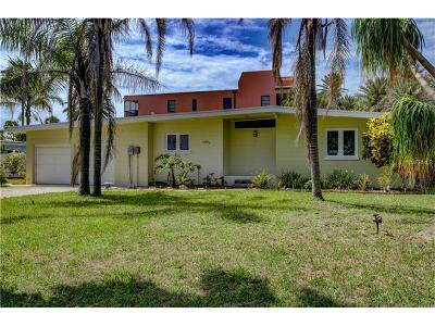 Bradenton Beach Single Family Home For Sale: 105 S 13th Street S