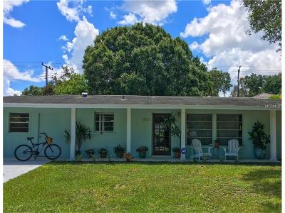 Sarasota Single Family Home For Sale: 3933 Maravic Place