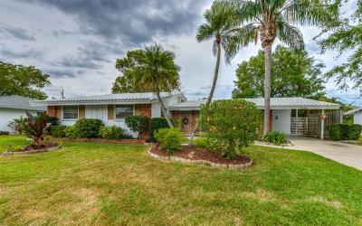 Sarasota Single Family Home For Sale: 3185 Regatta Circle