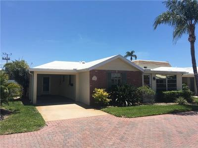 Bradenton, Lakewood Ranch, Longboat Key, Sarasota, Longboat, Nokomis, North Venice, Osprey, Siesta Key, Venice Villa For Sale: 6140 Midnight Pass Road #VILLAD
