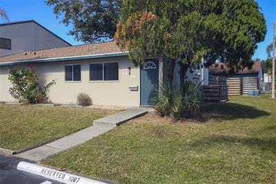 Sarasota Villa For Sale: 1087 Longfellow Circle