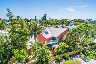 Holmes Beach Single Family Home For Sale: 8324 Marina Drive