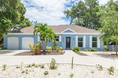 Sarasota Single Family Home For Sale: 704 Tropical Circle