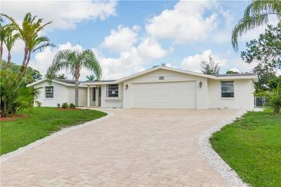 Sarasota Single Family Home For Sale: 700 W Lake Circle