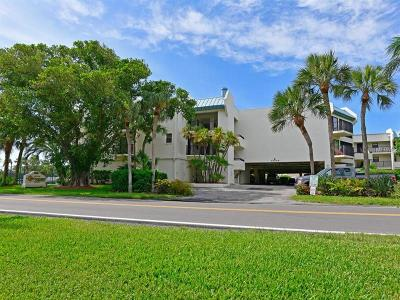 Holmes Beach Condo For Sale: 5608 Gulf Drive #102
