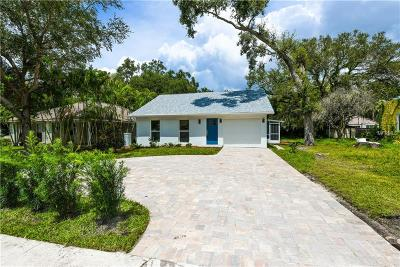 Sarasota Single Family Home For Sale: 1635 Siesta Drive