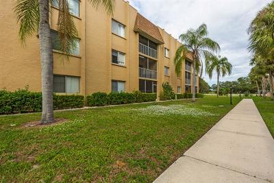 Sarasota County Condo For Sale: 1540 Glen Oaks Drive E #B-328