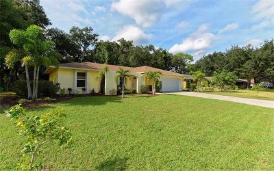 Sarasota Single Family Home For Sale: 235 Mimosa Circle