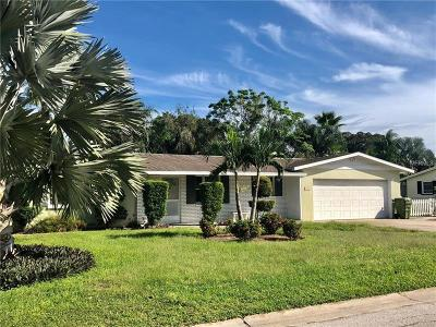 Sarasota Single Family Home For Sale: 2105 Hyde Park Circle