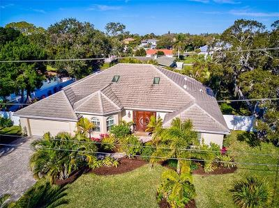 Sarasota Single Family Home For Sale: 7780 Holiday Drive N