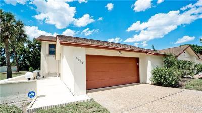 Bradenton Villa For Sale: 6004 Courtside Drive