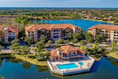 Lakewood Ranch Condo For Sale: 7702 Lake Vista Court #203