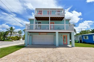 Holmes Beach Single Family Home For Sale: 2719 Gulf Drive