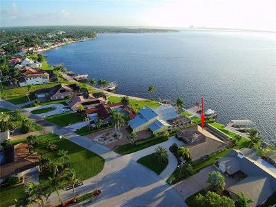 Cape Coral Single Family Home For Sale: 3359 SE 22nd Place