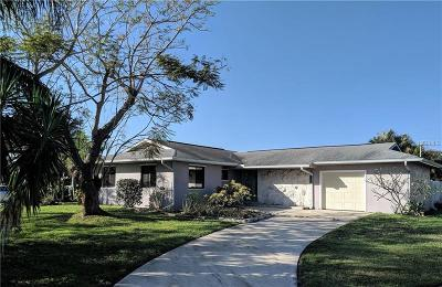 Port Charlotte Single Family Home For Sale: 21643 Edgewater Drive