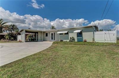 Port Charlotte Single Family Home For Sale: 21088 Edgewater Drive