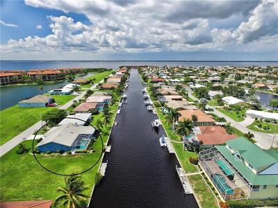 Punta Gorda Single Family Home For Sale: 124 Colony Point Drive