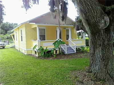 Single Family Home For Sale: 1038 NE Canal Avenue