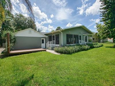 Tavares Single Family Home For Sale: 32749 Lake Eustis Drive