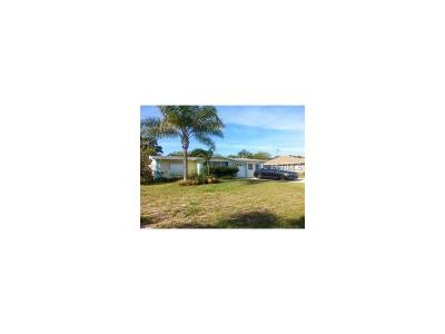 Cocoa Beach Single Family Home For Sale: 113 E Gadsden Lane