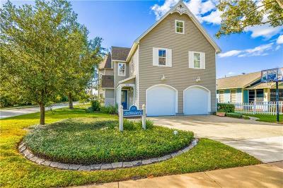 Longwood Single Family Home For Sale: 220 Freeman Street