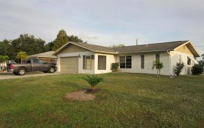 Port Charlotte Single Family Home For Sale: 845 Mensh Terrace NW