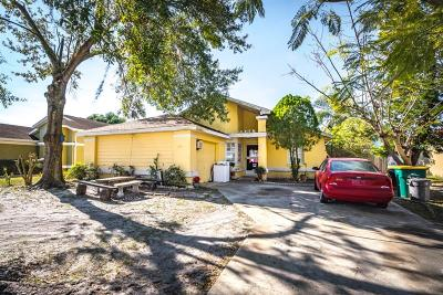 Kissimmee Single Family Home For Sale: 201 Coral Reef Circle