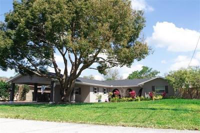 Longwood Single Family Home For Sale: 2461 Island Drive