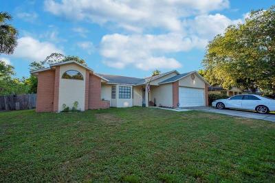 Deltona Single Family Home For Sale: 608 Pepperwood Avenue