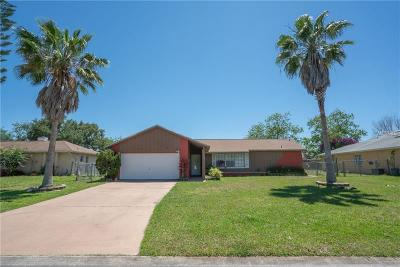 Kissimmee Single Family Home For Sale: 130 Acapulco Drive