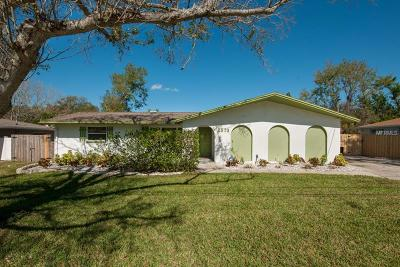 Largo Single Family Home For Sale: 2573 Crescent Drive