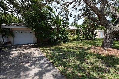 Belleair Bluffs Single Family Home For Sale: 2755 Renatta Dr