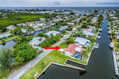 Holmes Beach Single Family Home For Sale: 501 75th Street